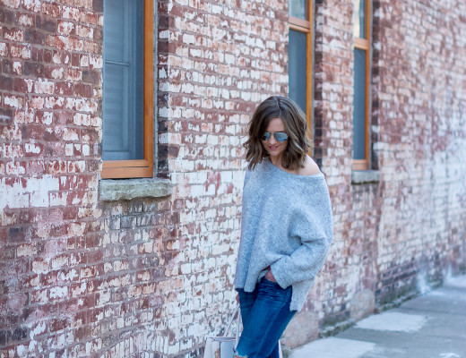 grey-off-the-shoulder-sweater-boyfriend-jeans-snakeskin-heels-blush-tote