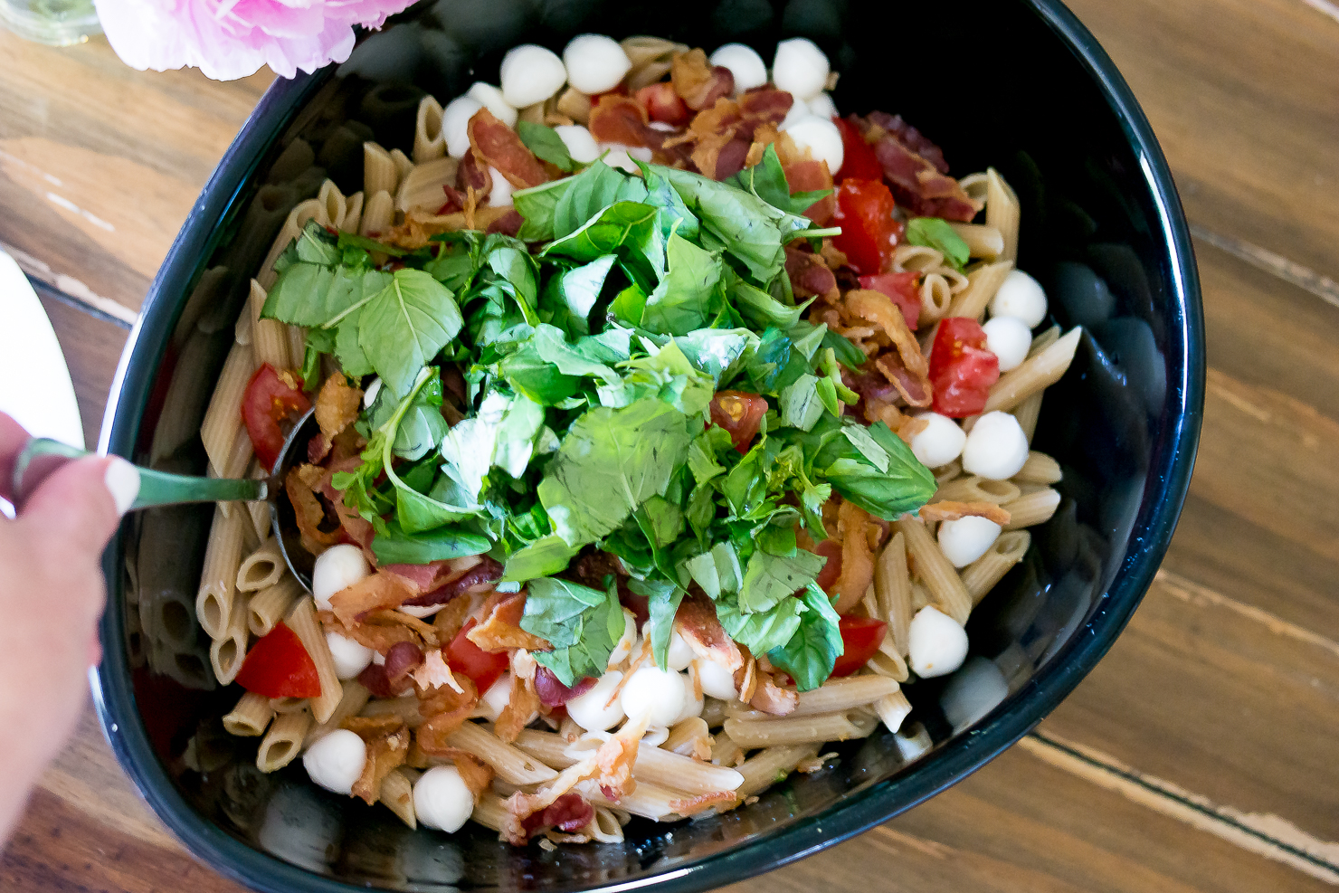 tomato-basil-bacon-mozzarella-summer-pasta-salad-with-garlicy-dressing