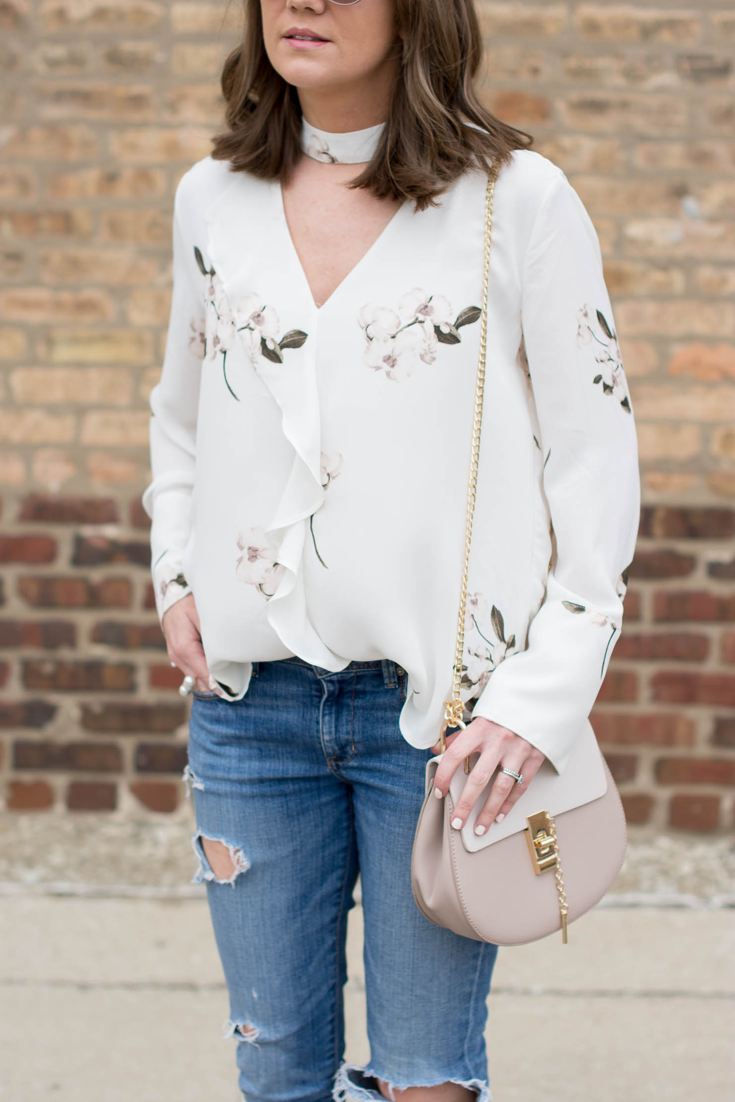 how to wear a floral print as a basics girl, maven-dynamite-white-choker-color-floral-blouse-spring-outfit-how-to-wear-florals-chloe-drew-dupe