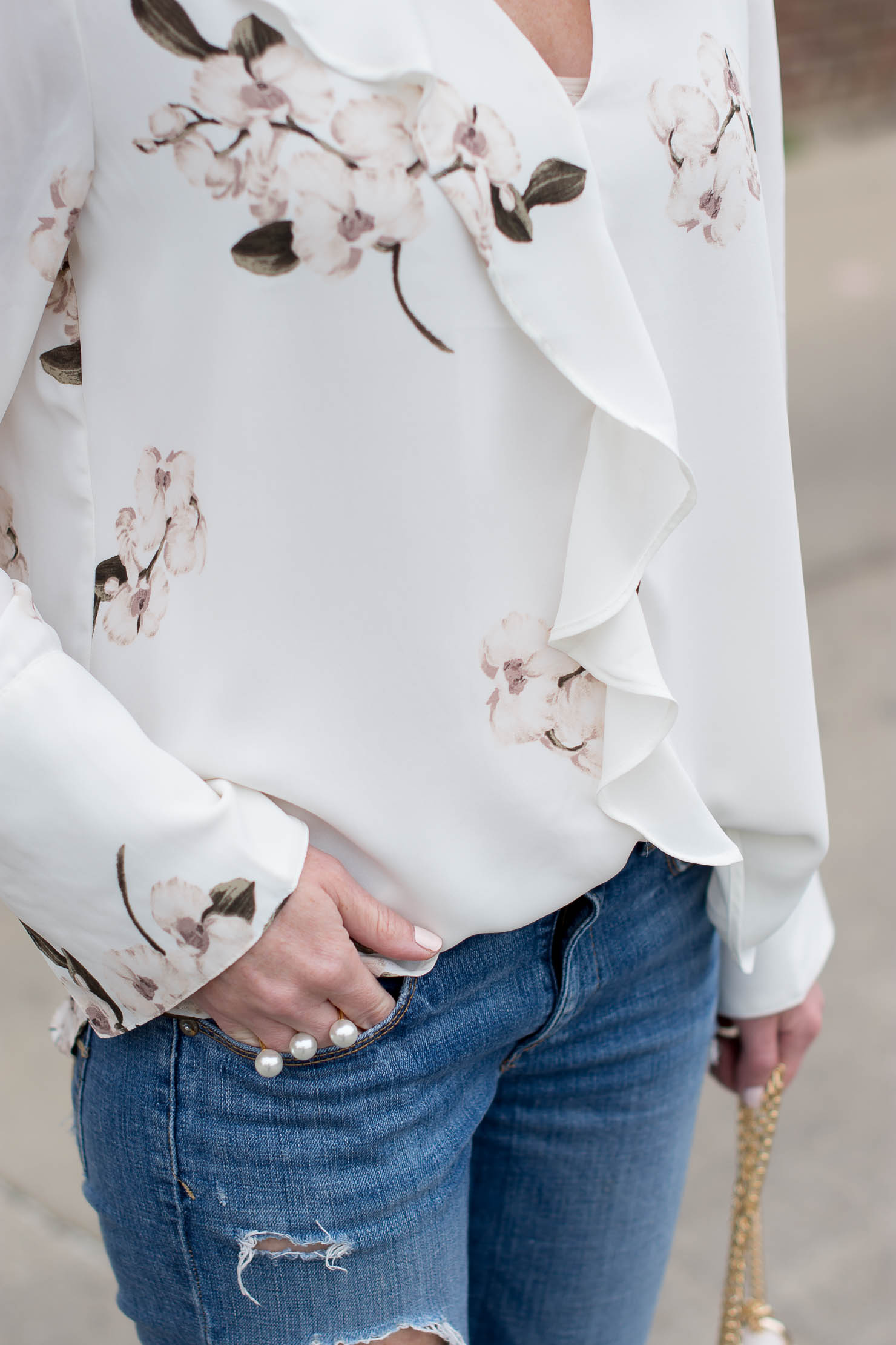 how to wear a floral print as a basics girl, maven-dynamite-white-chocker-color-floral-blouse-spring-outfit-how-to-wear-florals-chloe-drew-dupe