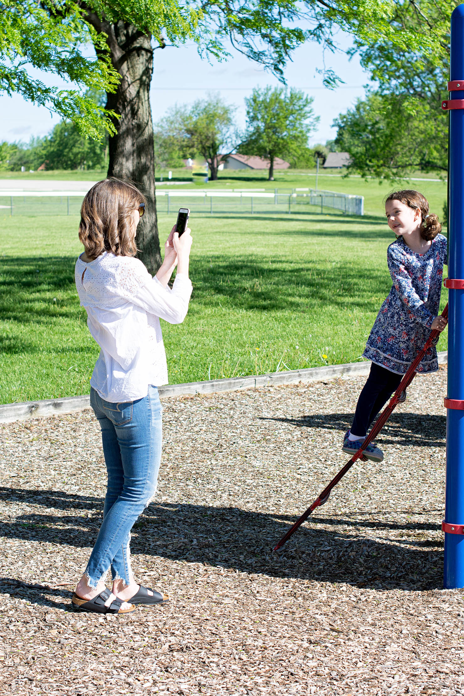 picture keeper iphone photo backup, backup photos on the go, easy photo storage , mobile photo storage, kids playing at the park
