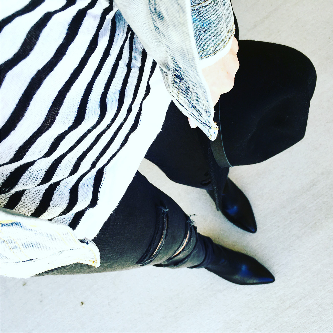 casual outfit, denim on denim, stripes, pointed booties, black fedora