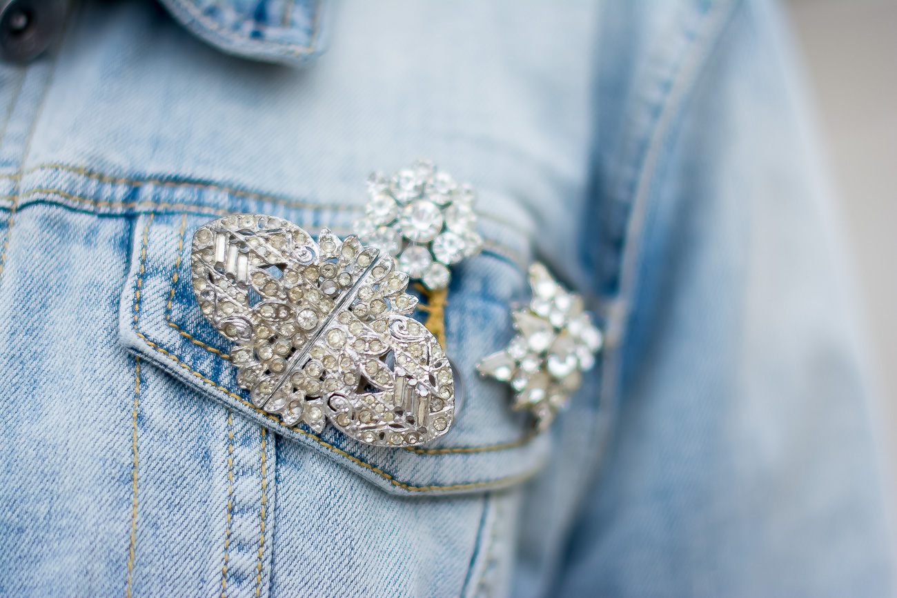 light wash denim jacket, vintage rhinestone brooches, vintage flower broach, vintage meets modern outfit