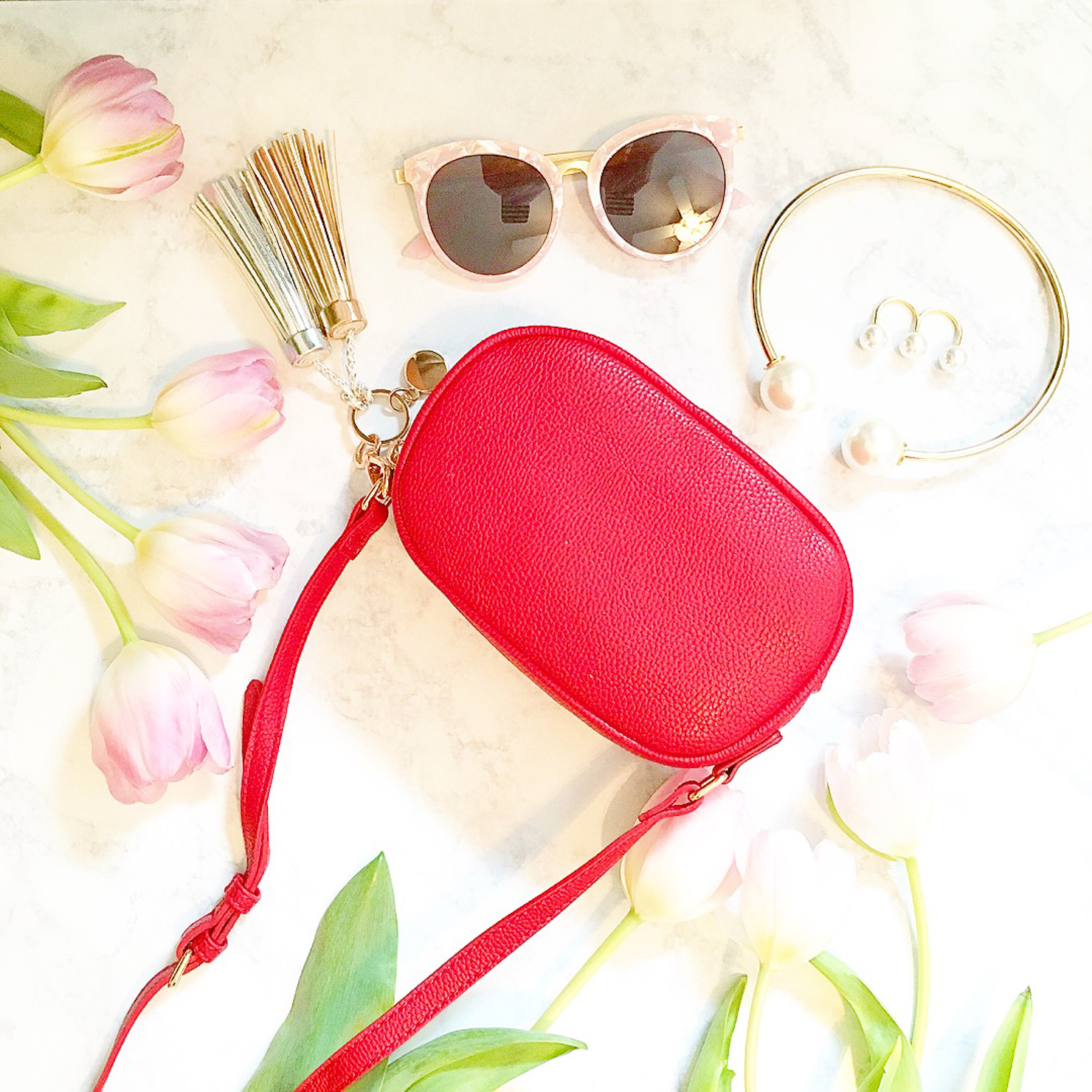 red forever 21 crossbody pouch, h&m tassels, forever 21 double pearl choker, nior 3 pearl two finger ring