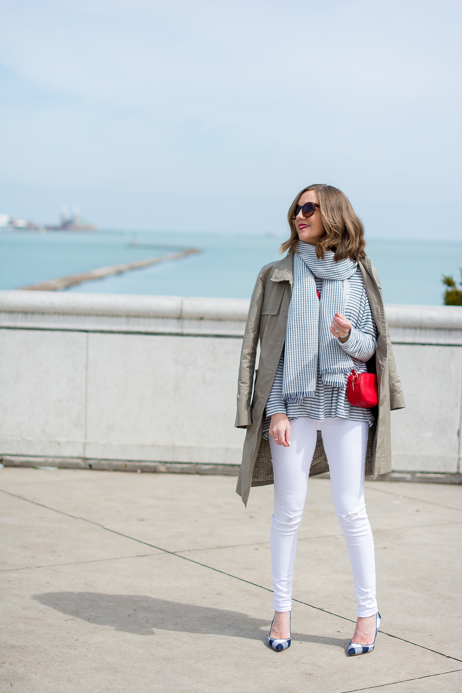 stripes-by-the-sea-chicago-shedd-aquarium-new-look-striped-peplum-sweater-forever-21-navy-striped-scarf-white-skinny-jeans-red-crossbody-gucci-dupe-ann-taylor-gingham-heels updated-12