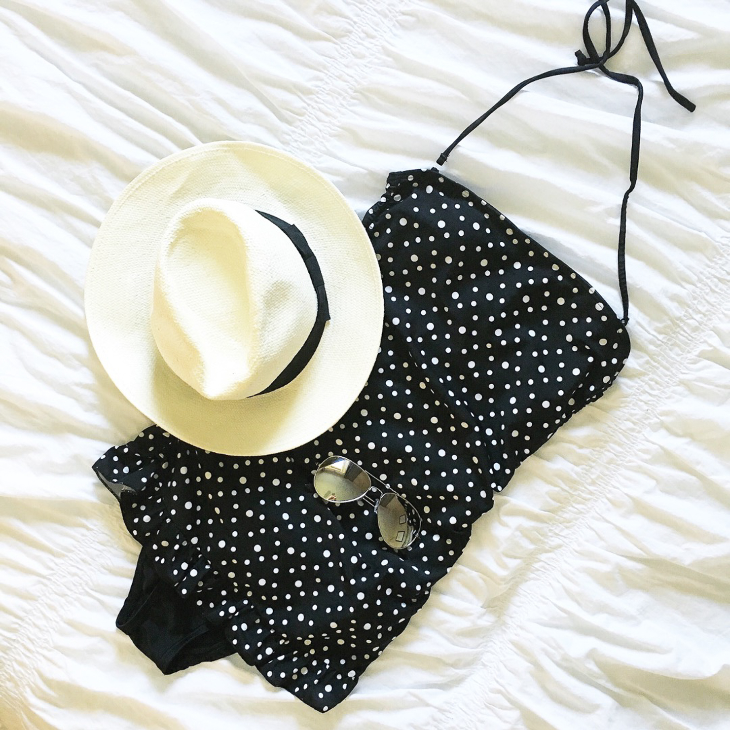 black-and-white-retro-style-swimsuit