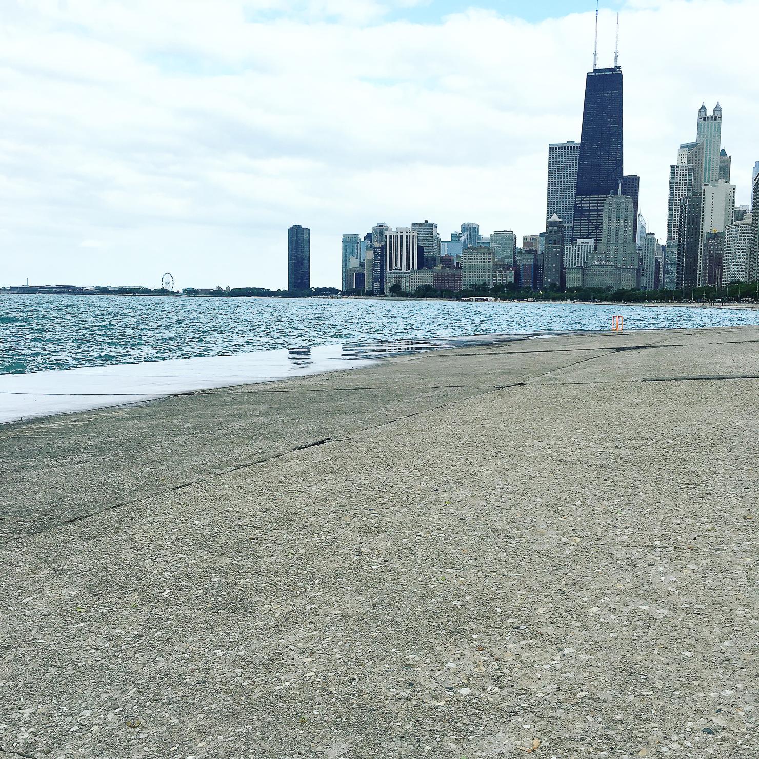chicagio-skyline-from-north-avenue-beach
