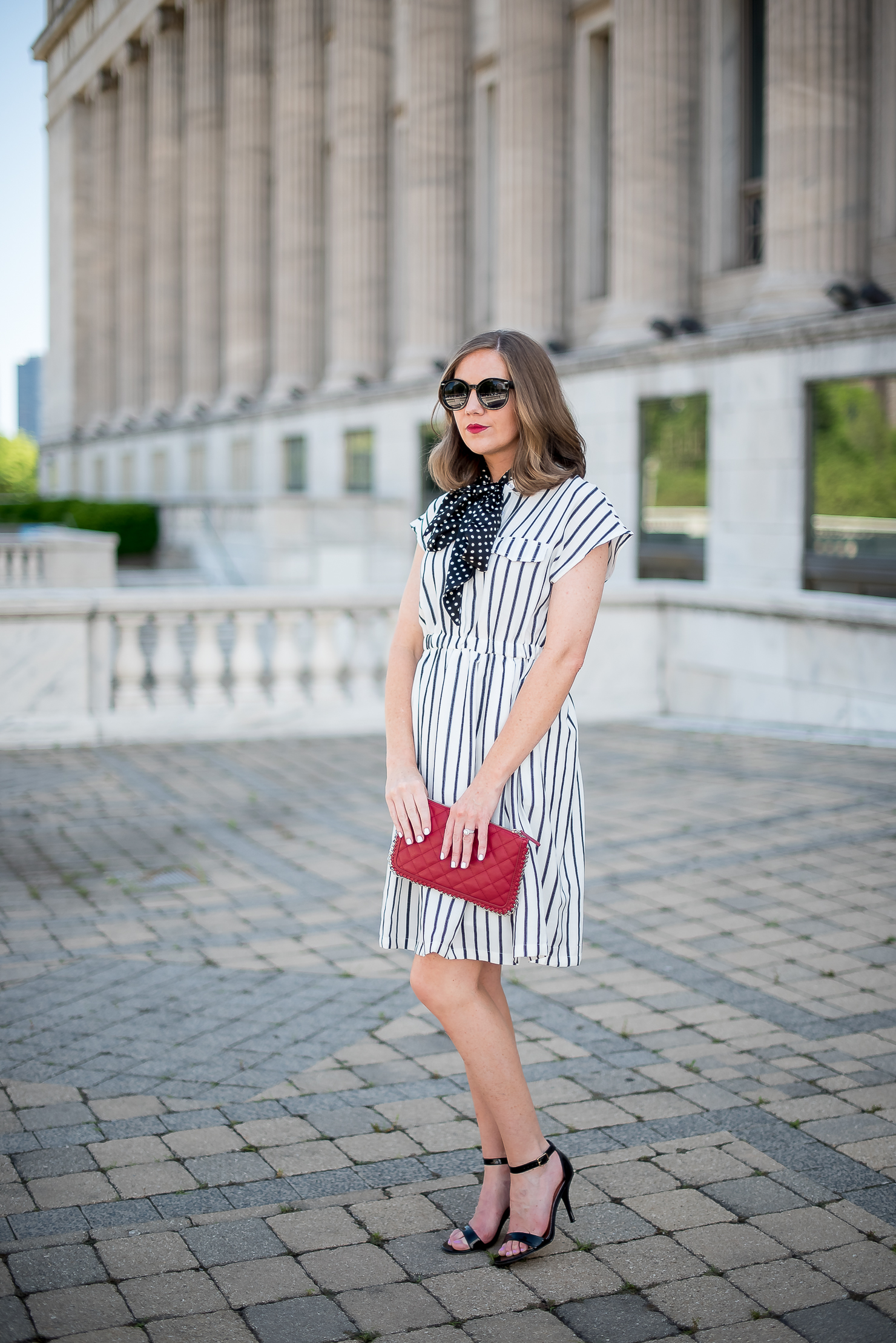 print-mixing-choies-white-and-black-striped-dress-forever-21-red-quilted-chain-clutch-black-strappy-heels-chicago-field-museum