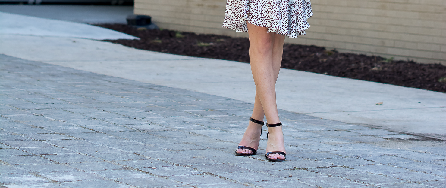 h&m-black-and-white-spotted-dress-ankle-strap-black-sandals-city-chic-look