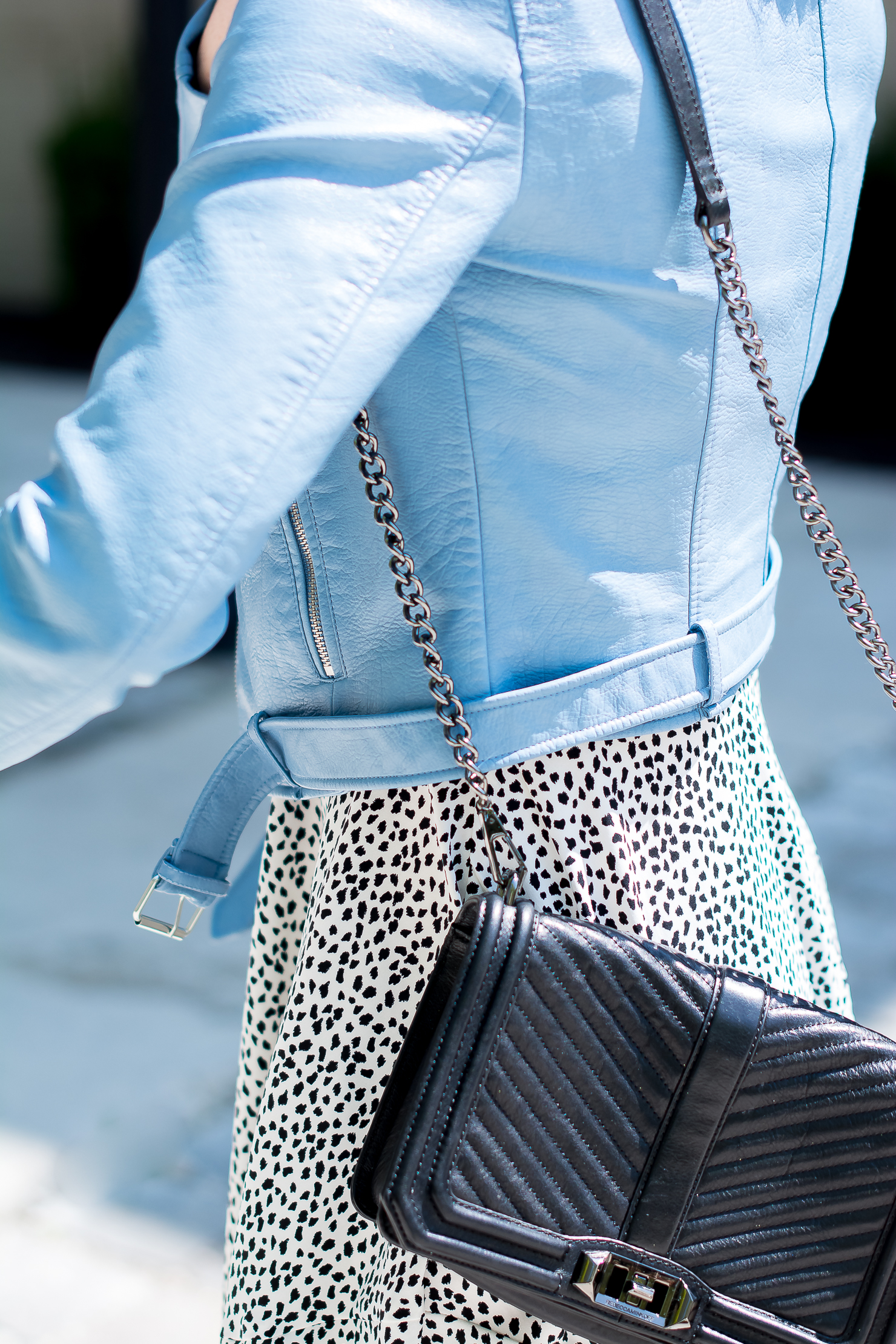h&m-black-and-white-spotted-dress-zara-blue-faux-leather-cropped-moto-jacket-rebecca-minkoff-love-black-crossbody-city-chic-look