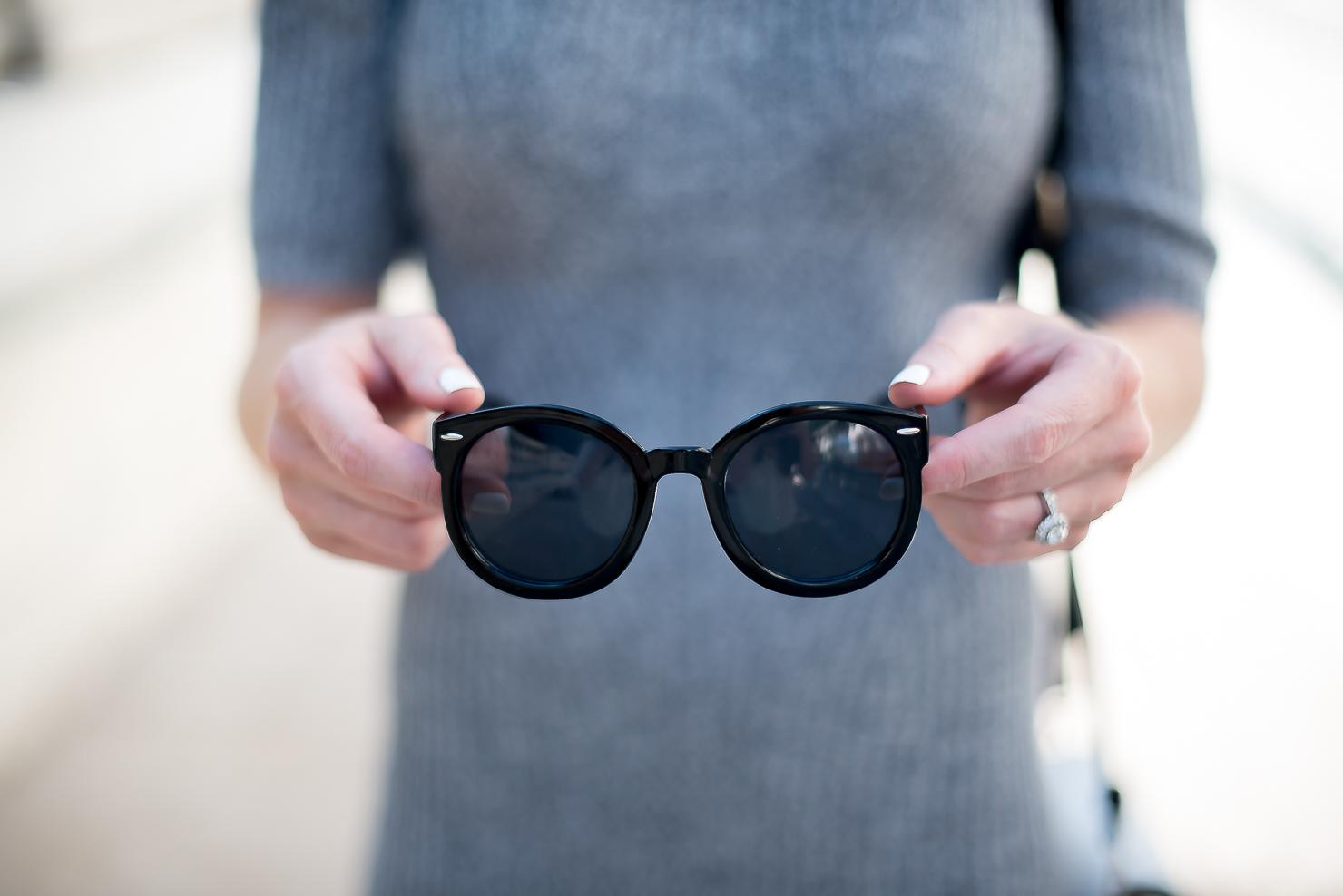bLack round retro sunglasses