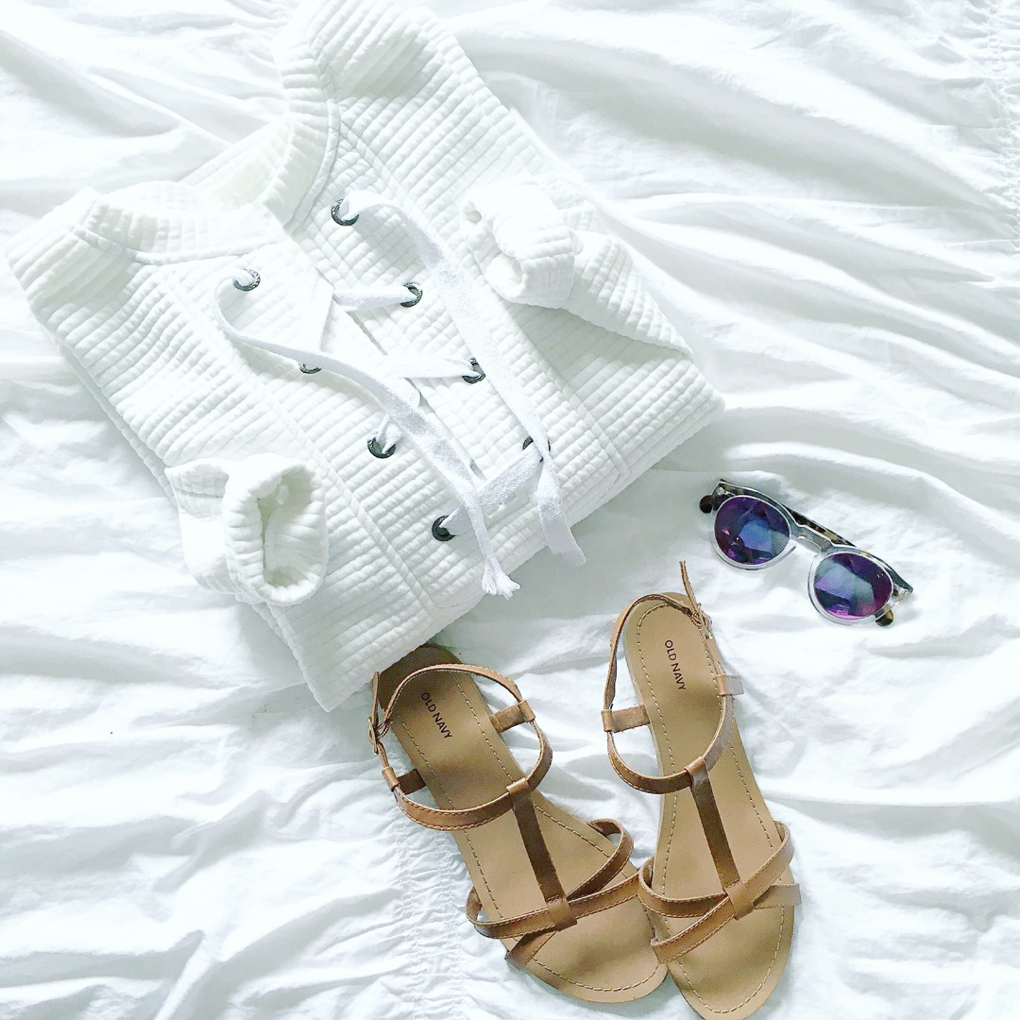 lace-up-sweatshirt-illesteva-leonard-sunglasses-brown-sandals