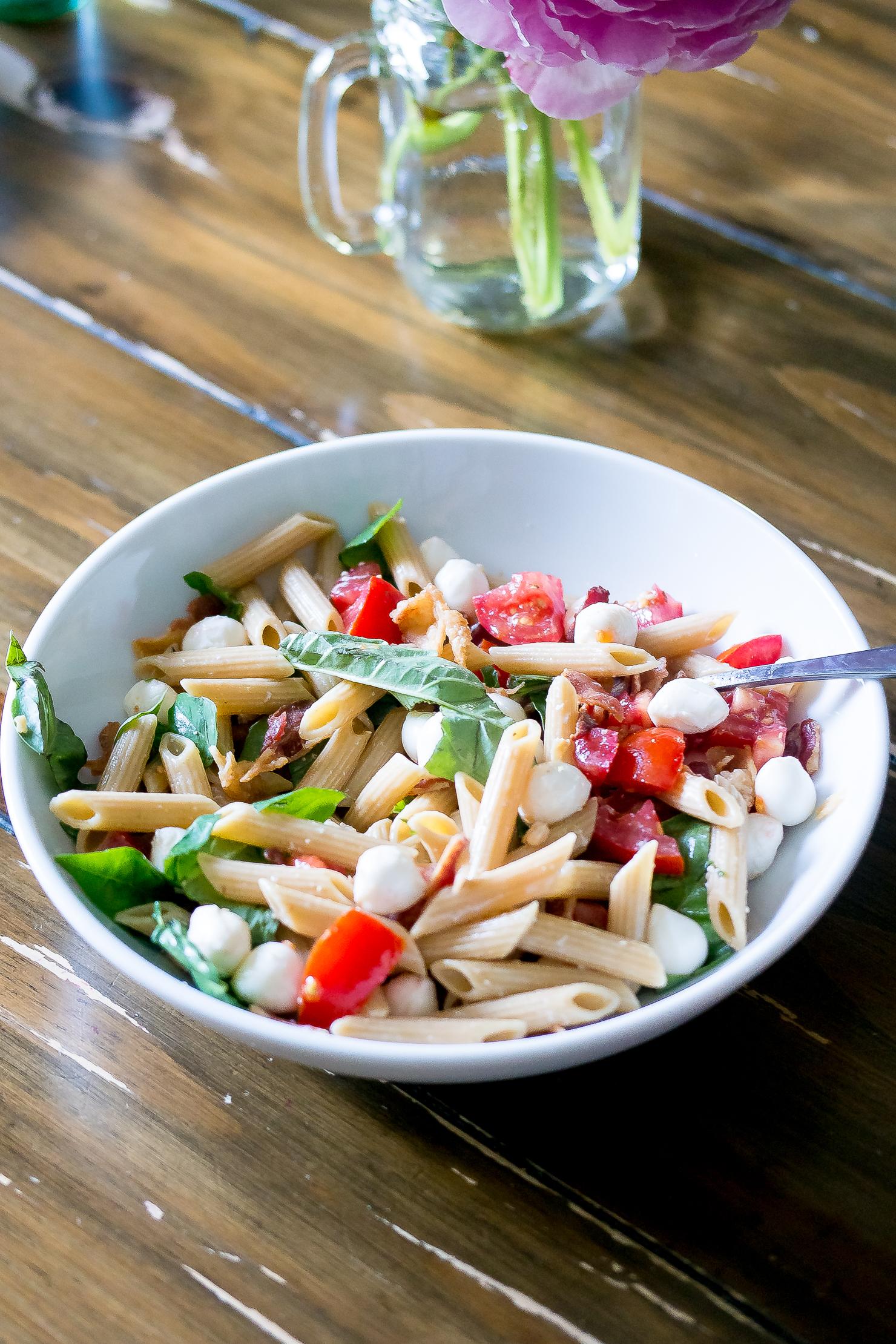 tomato-basil-bacon-mozzarella-summer-pasta-salad-with-garlicy-dressing