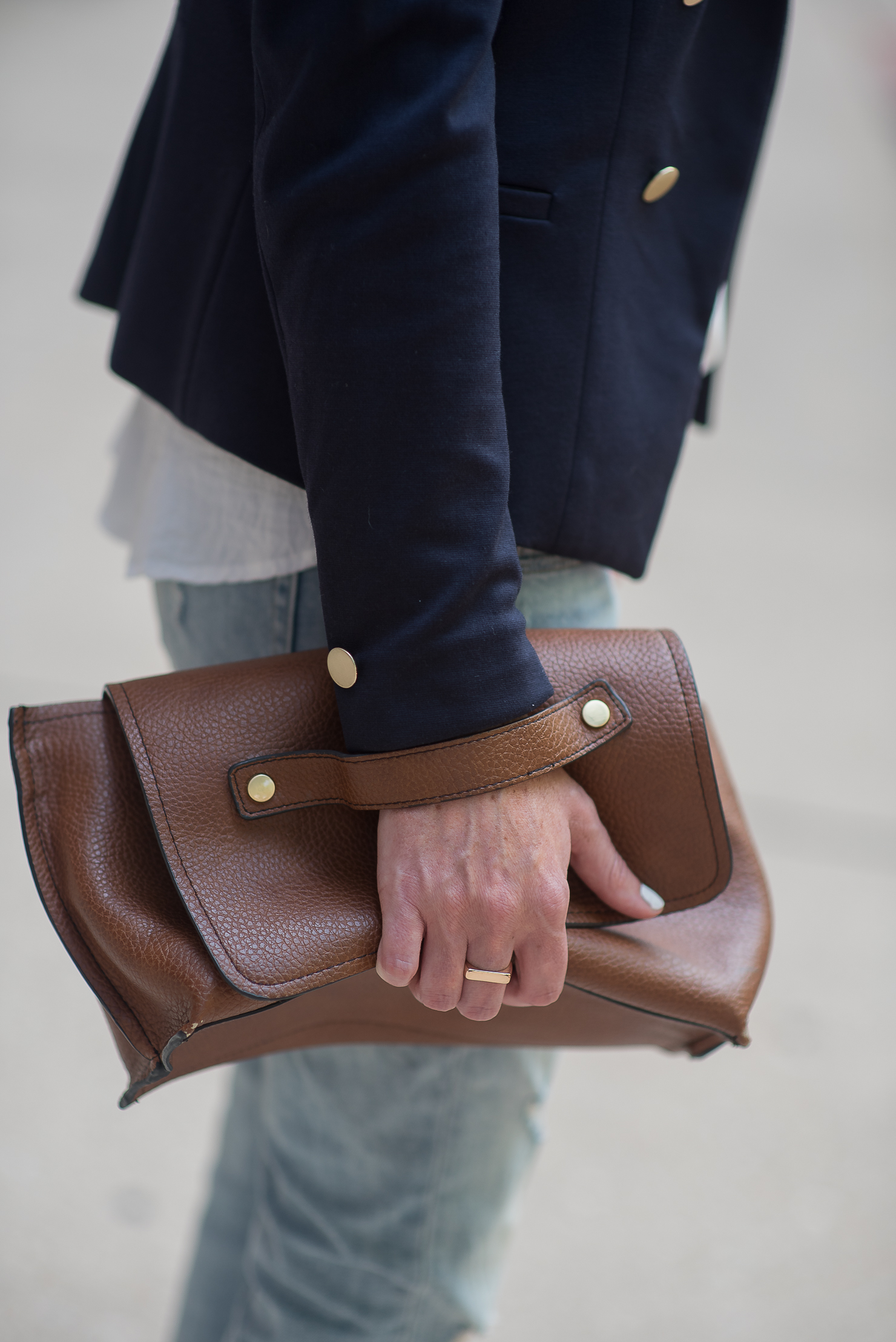 treasure-and-bond-skinny-boyfriend-jeans-hm-gold-button-blazer-zara-clutch-transitioning-to-fall-fashion-city-chic