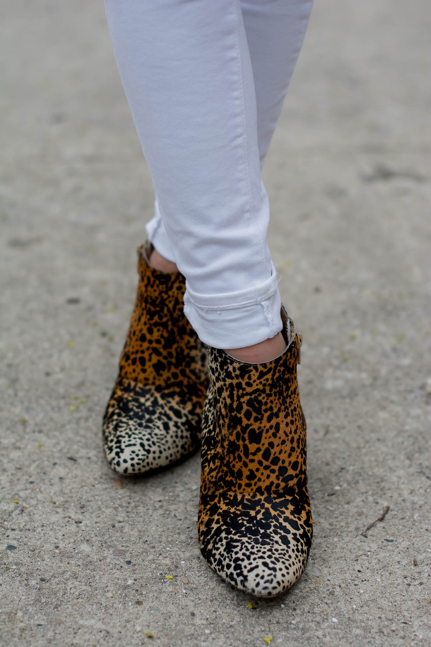 transitioning-white-jeans-for-fall-hm-denim-bell-sleeve-top-matisse-leopard-booties-metallic-bag-tassel-charms-9