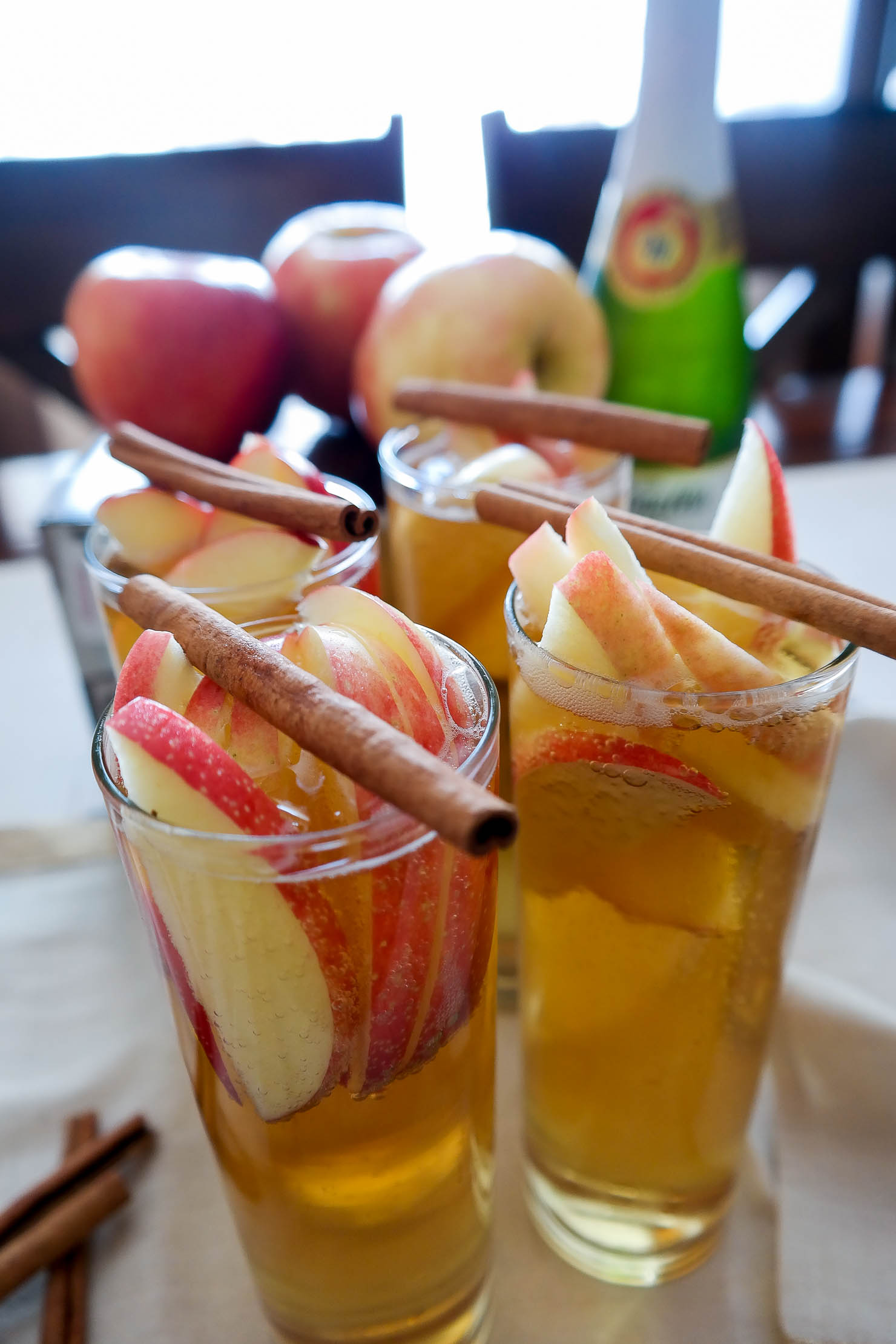 martenellis-sparkling-apple-cider-sparkling-apple-cider-sangria-fall-cocktail-fall-parties-thanksgiving