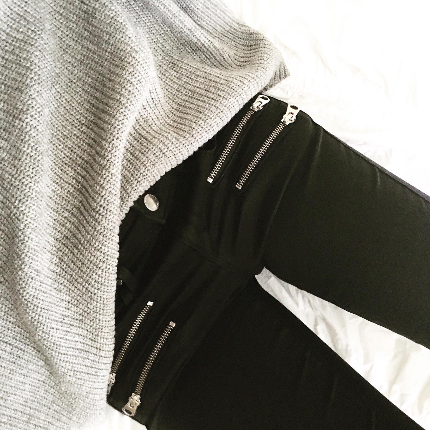 black-skinny-jeans-with-zips-instagram