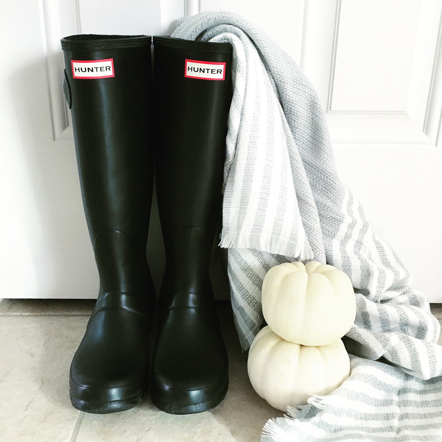 ilymix-grey-scarf-black-hunter-boots-white-pumpkins-instagram