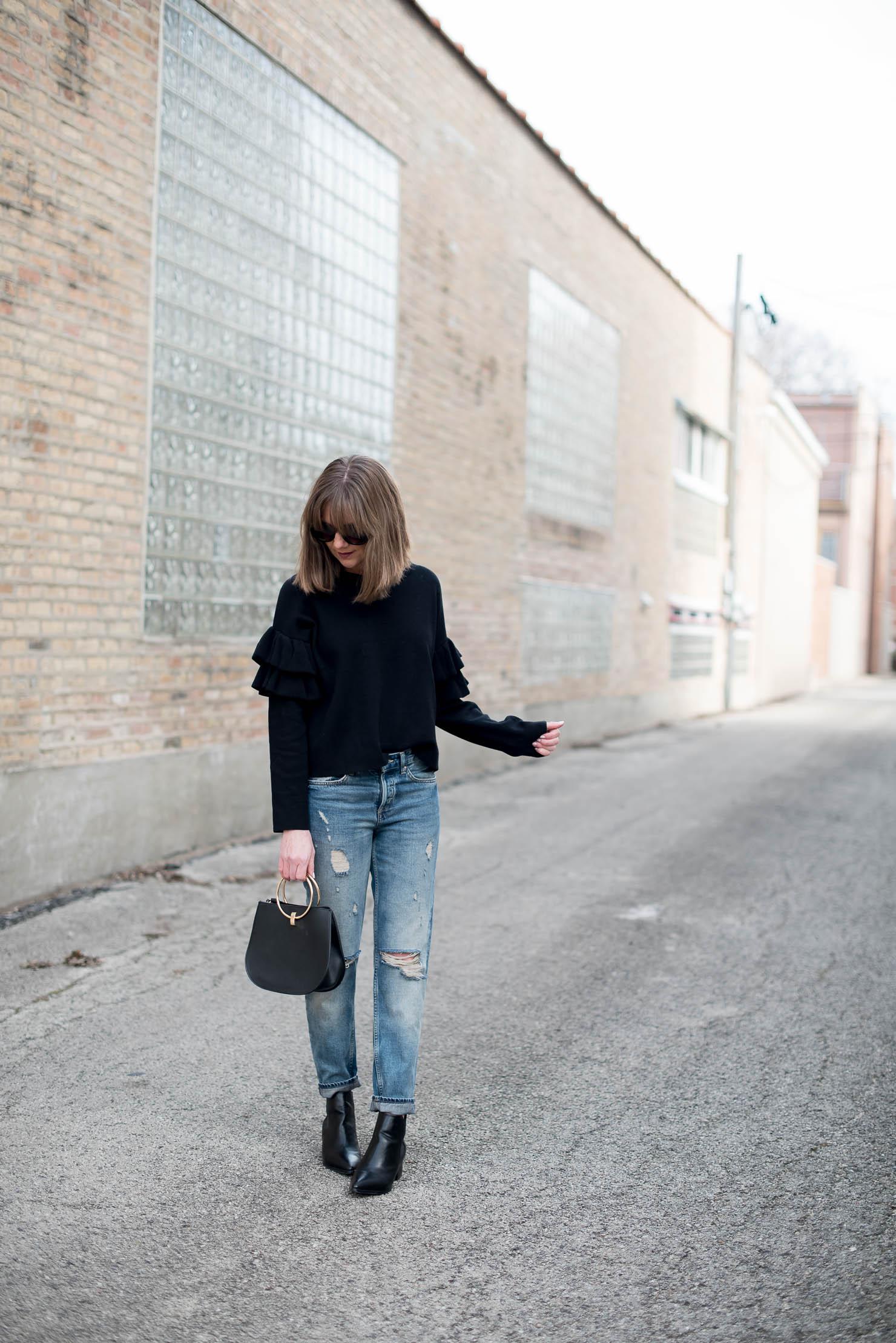 h&m-spring-fashion-2017-transitional-fashion-back-to-basics-ruffle-sleeve-sweater-boyfriend-jeans-minimalist-style