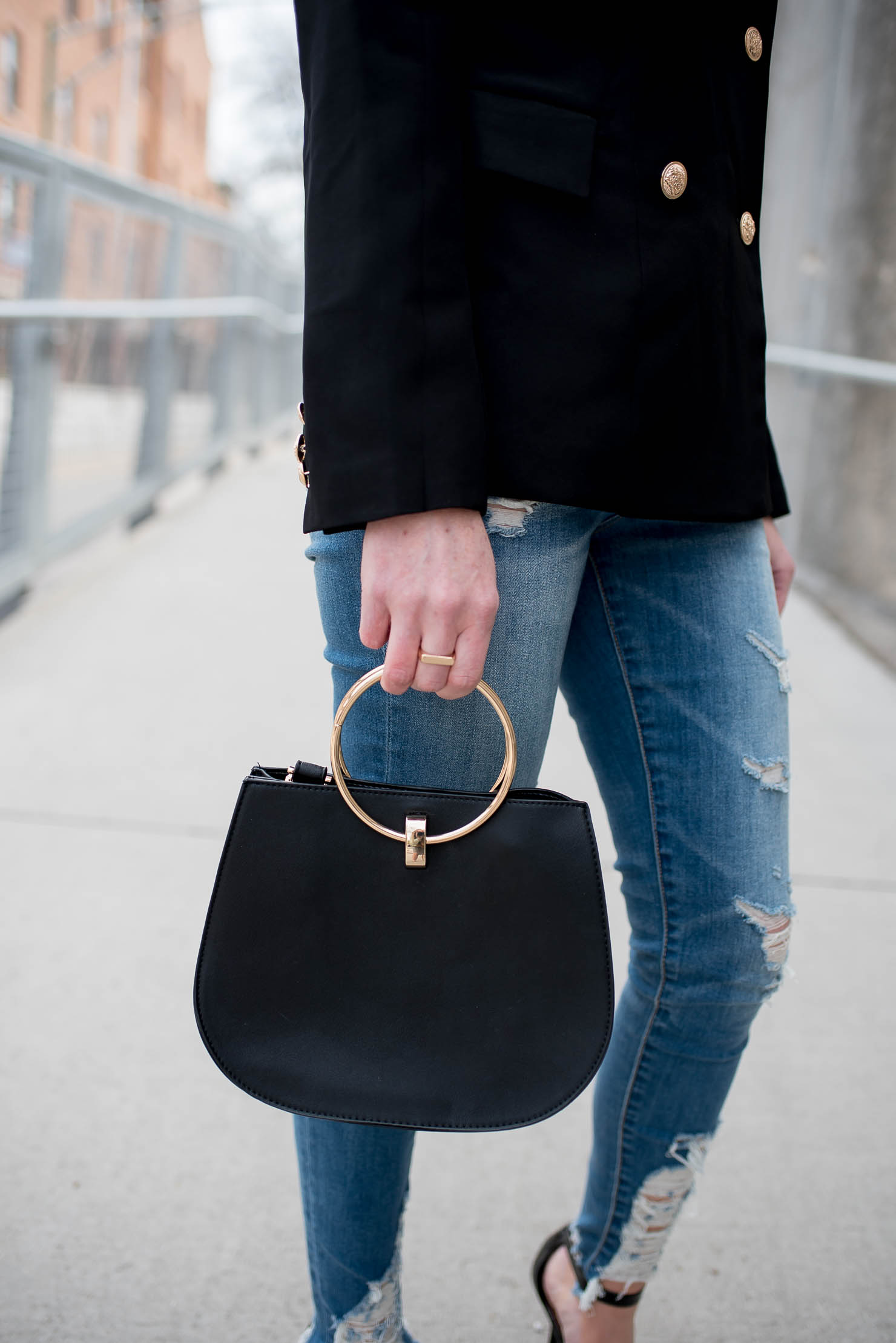 shein off the shoulder blazer, edgy business casual outfit, black ring handle bag, mixology boutique