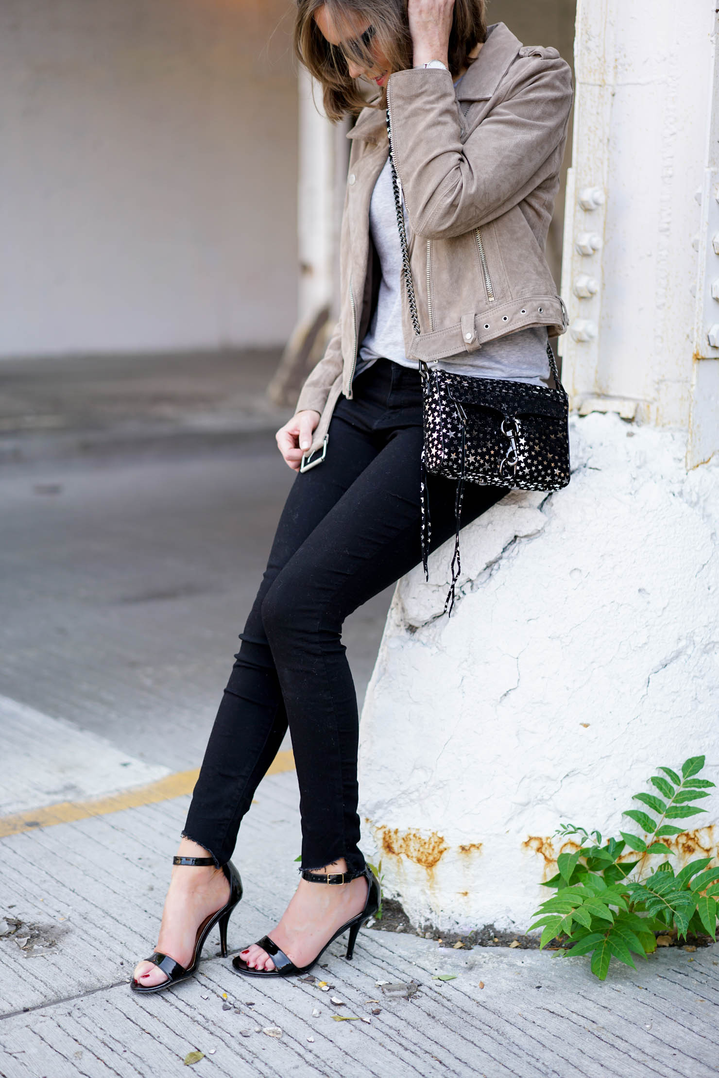 the perfect versatile fall jacket, the suede jacket seen on every blog, simple fall neutrals, star print crossbody, fall fashion 2017, neutral fall outfit