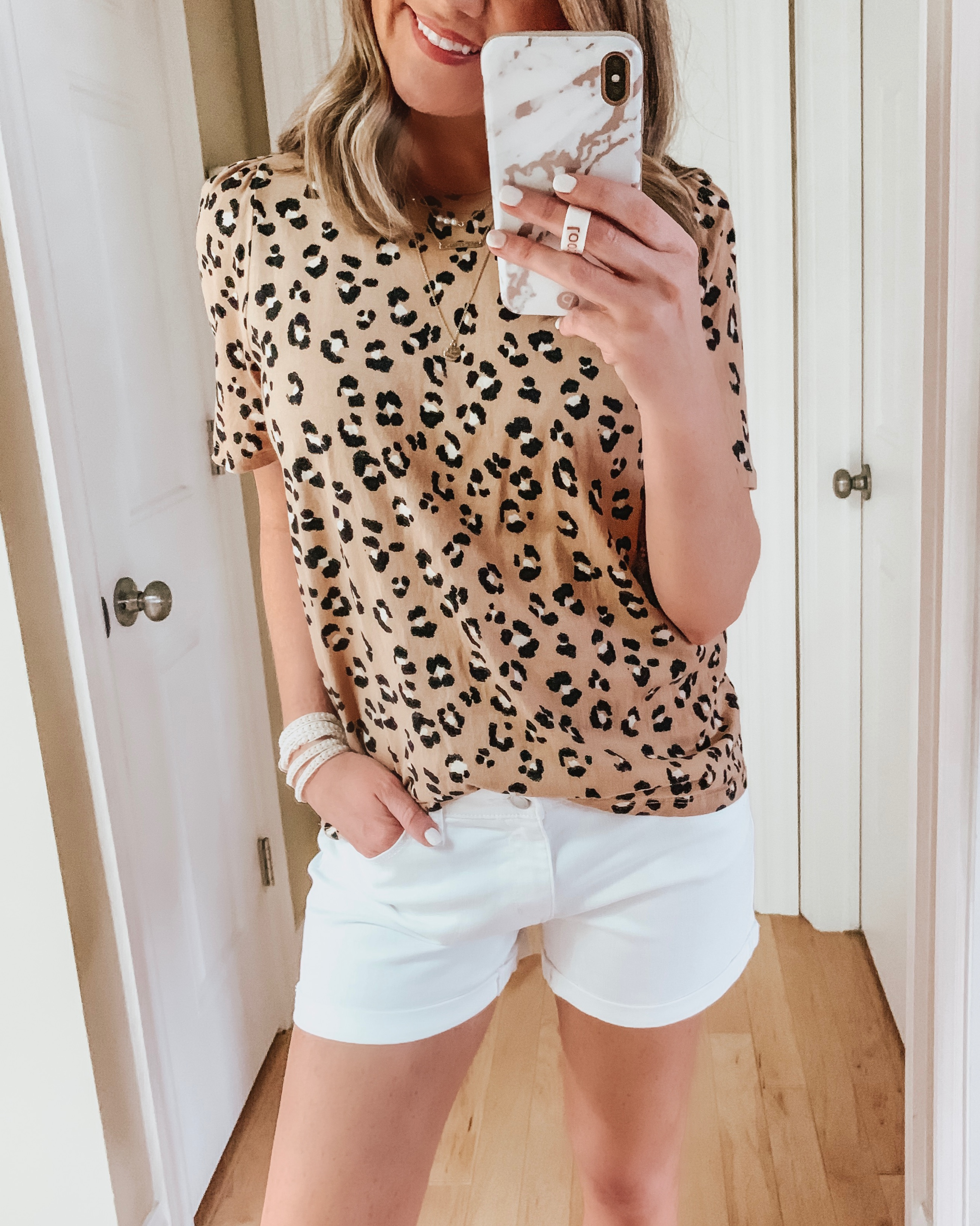 nine ways to style white shorts, leopard tee