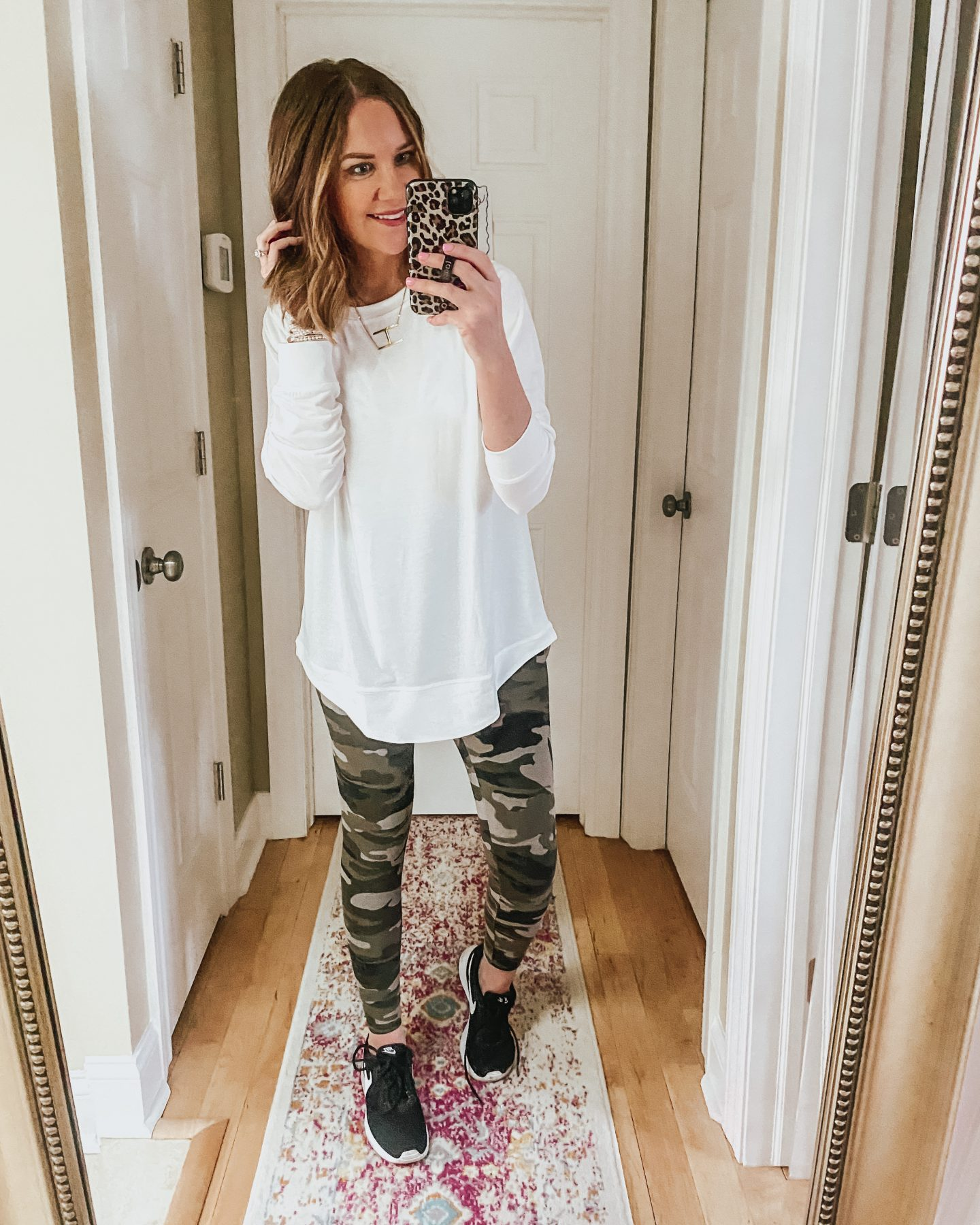 Amazon-fashion-long-sleeve-tunic-tee-camo-leggings-athleisure-outfit