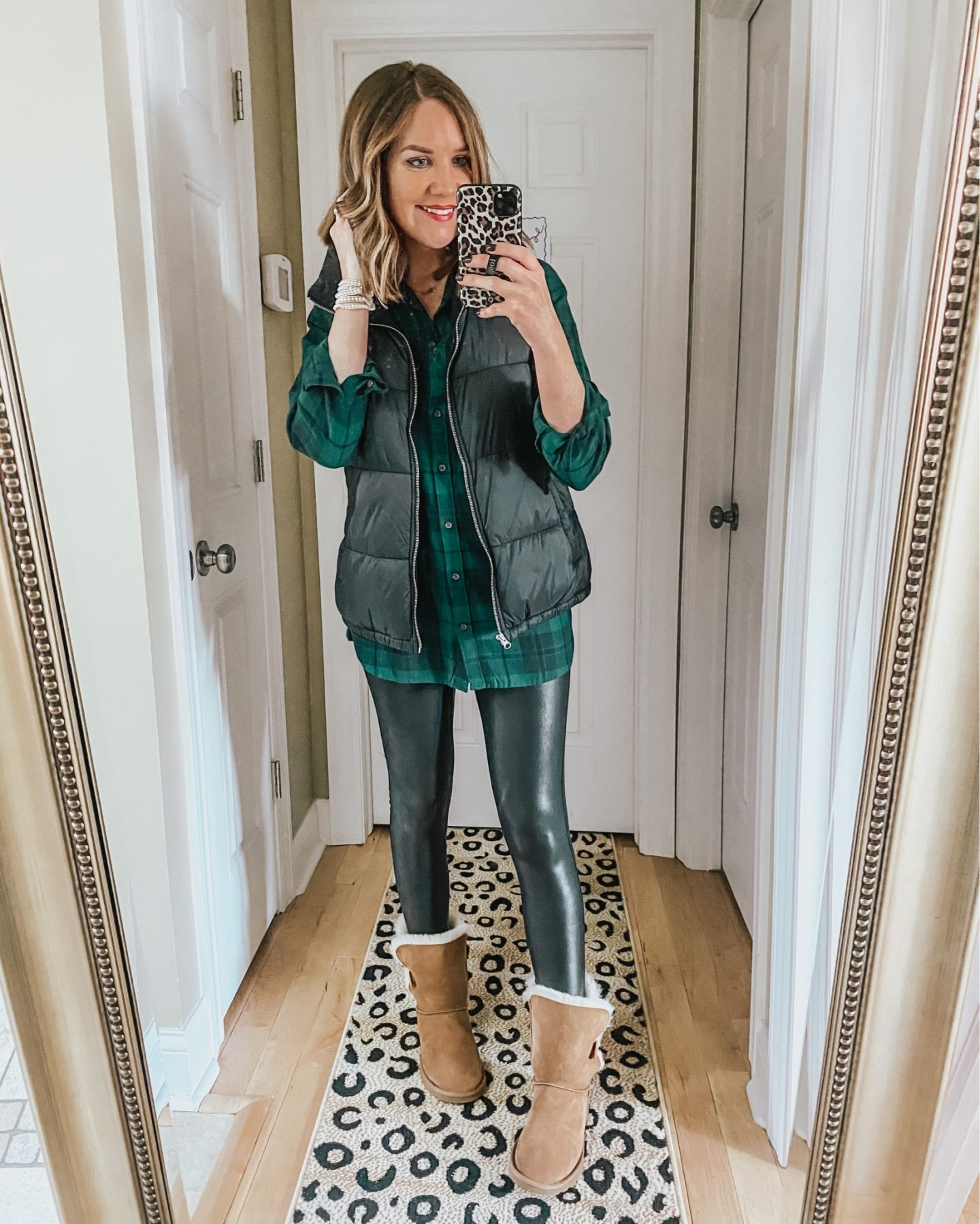 styling-leggings-for-winter-Ugg-boots-outfit