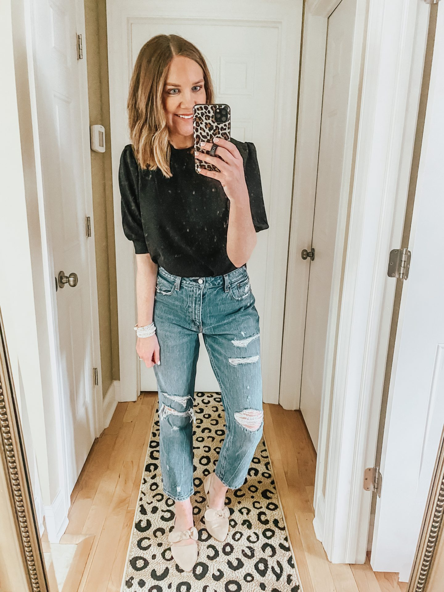 5-ways-to-style-mom-jeans-casual-to-dressy-dressy-outfit