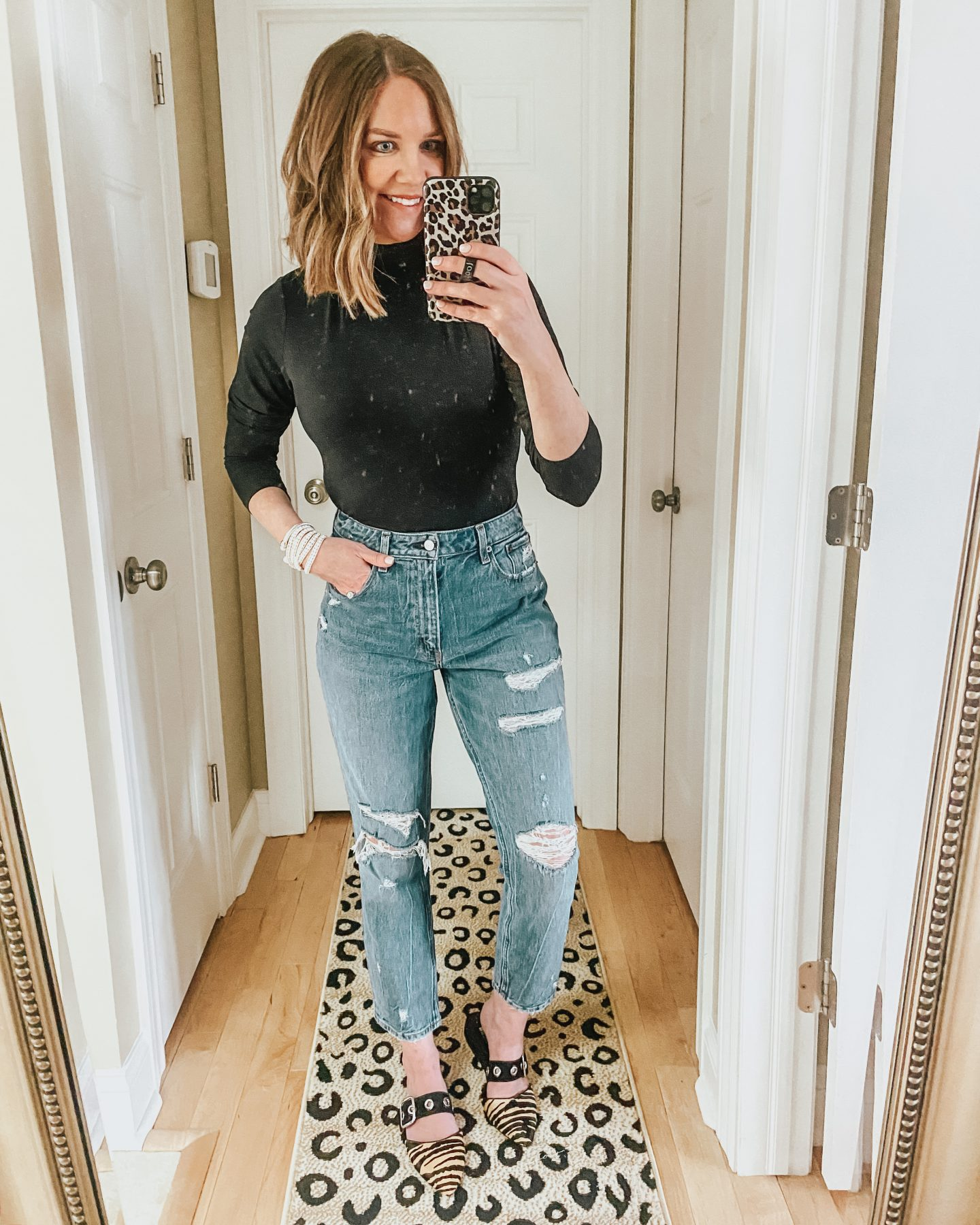 styling-mom-jeans-with-a-bodysuit