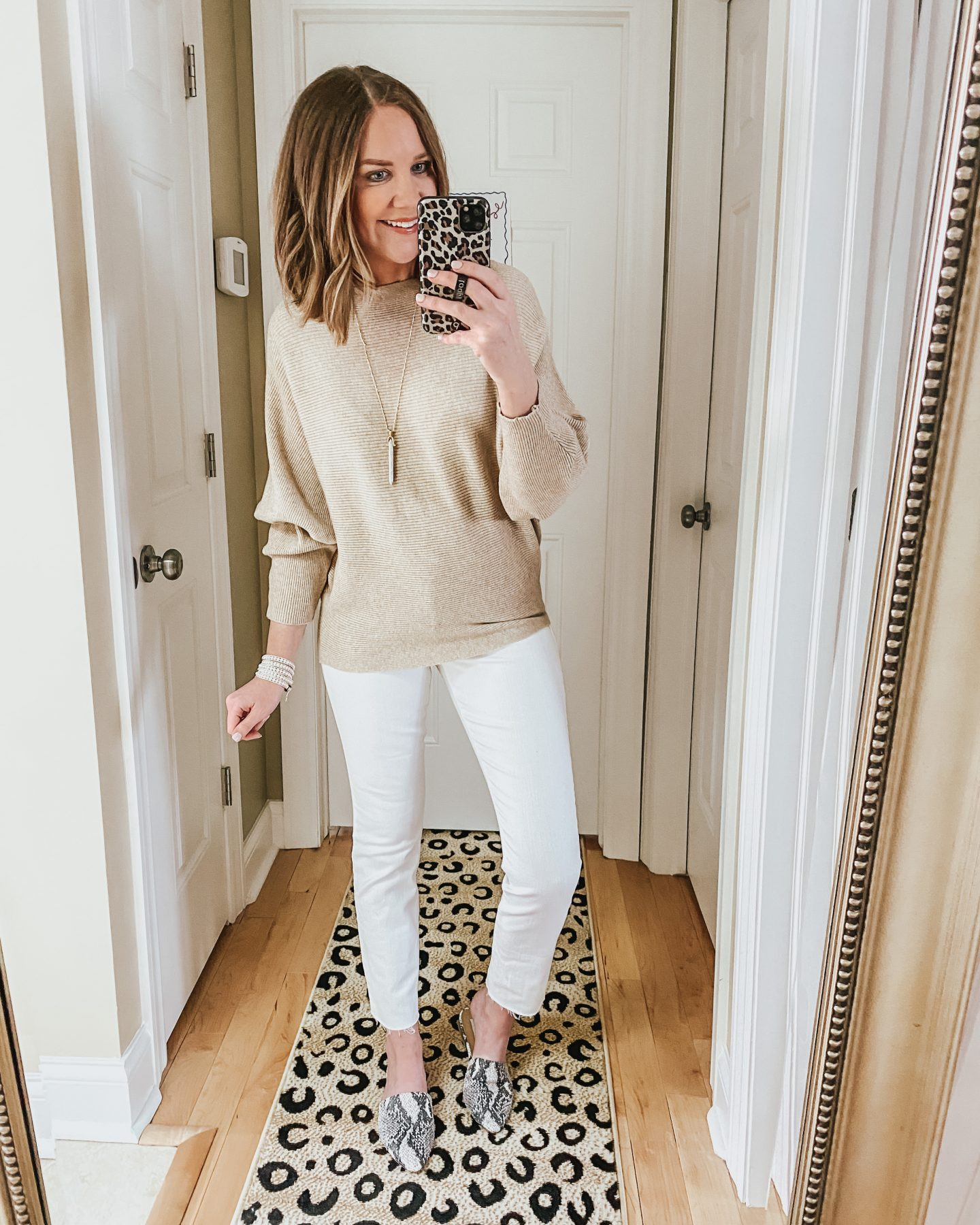 white-jeans-light-neutrals