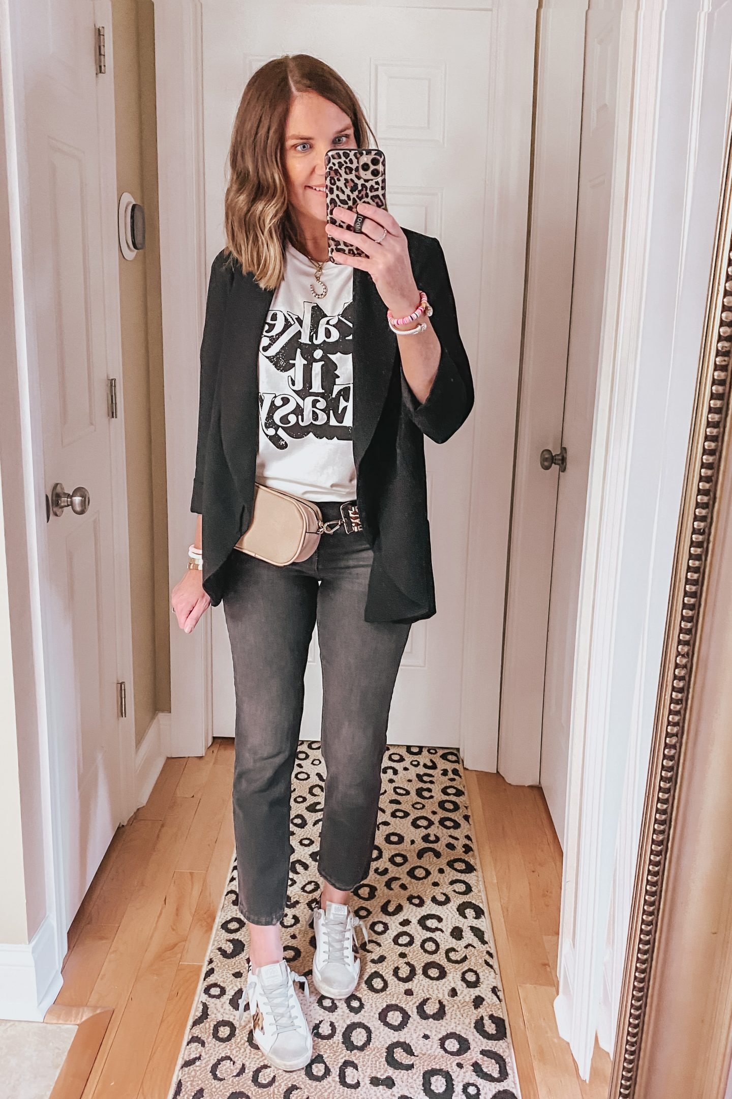 black-jeans-casual-outfit